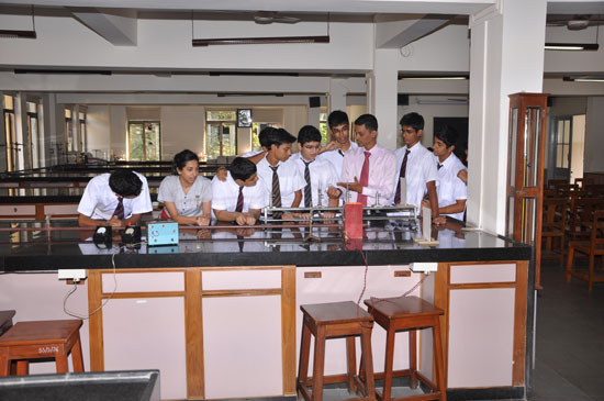 Physics-Lab---3.jpg